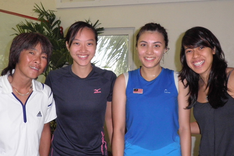 Karen with Malaysian female pro players